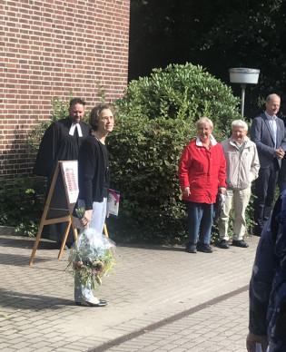 Foto: Vor der Kirche