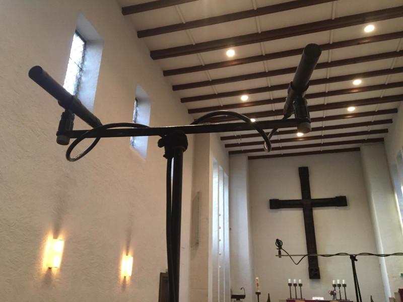 Foto: Kirche und Mikrofone